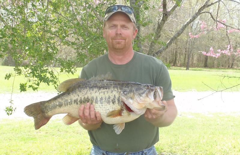 Oklahoma outdoor news angler lands new oklahoma state for Missouri state record fish